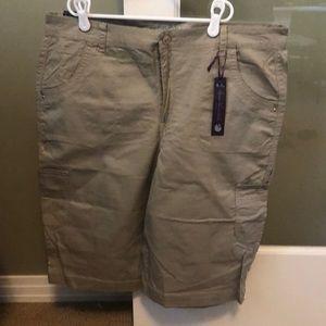 NWT Gloria Vanderbilt cargo khaki shorts size 14